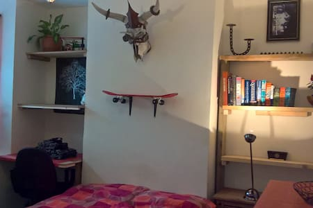 Double room and friendly house with garden - Apartment