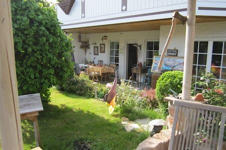 Schöne Erdgeschoßwohnung mit Südlage und Terrasse - Altendiez - Wohnung