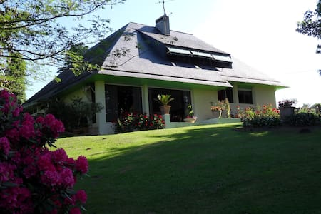 le jardin des agapanthes près PAU - Morlaas - Haus