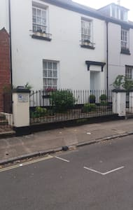 Charming and comfortable centrally located rooms. - Paignton - Casa