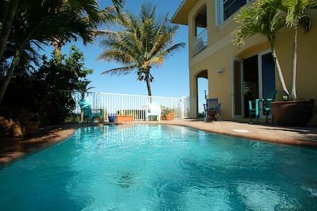 * Riverfront Luxury Pool Apartment, Ocean Access - Cocoa Beach - Casa
