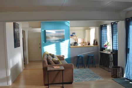 Ocean front studio in Makaha - Daire