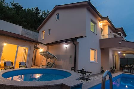 Holiday home Oasis w/ pool in Dalmatian hinterland - Dusina - House