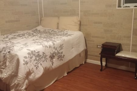 New basement room near Midway Airport - Chicago