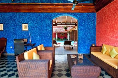 Descubre nuestro encanto colonial - Granada - Bed & Breakfast