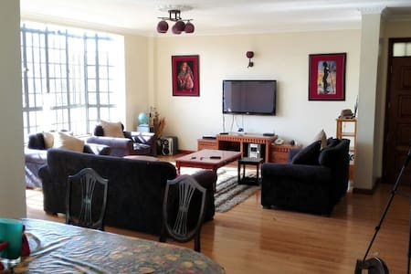 Large, airy apartment, secure residential area - Apartment