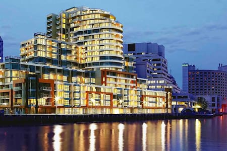 Luxury by River, CBD, Crown & MECC - Apartment