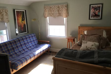 Quiet West Hartford Private Bedroom