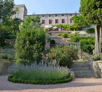Private home with large garden in historic Chateau - Castle
