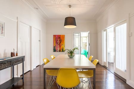 Two rooms with ensuite in classic Queenslander - Hawthorne