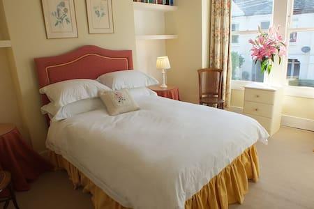 DOUBLE BEDROOM WITH ENSUITE - London - Bed & Breakfast