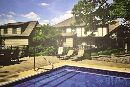 Exclusive Private Guest House w/ Pool St. Charles - Saint Charles - Casa de hóspedes