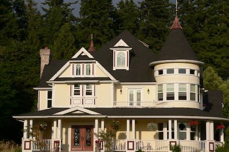 Peaceful Comfort in Sammamish Victorian Home - 一軒家
