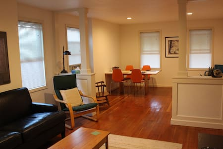 Quaint 2br apt- walk to Wesleyan - Middletown - Daire