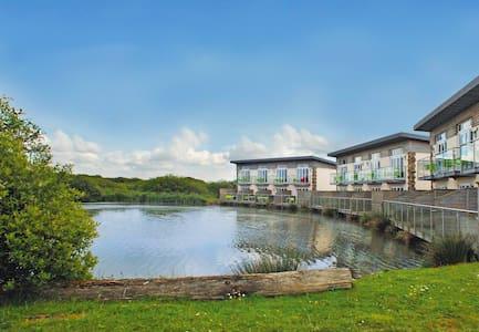 One bedroom Luxury Lakeside Apartment - Lejlighed