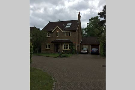 Our lovely home is yours - 3 Bedrooms, 2 Bathrooms - Lightwater
