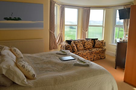 SuperKing bed and en-suite shower - Bude - Bed & Breakfast