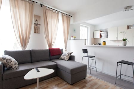 Easy public transport, modern&conveniently located - Apartamento