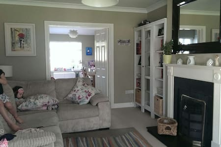 Comfortable modern 3bed family home - Lucan - Talo