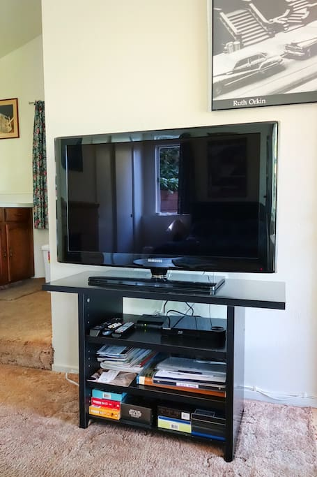 Cable TV, high-speed WiFi, Bluray/DVD player
