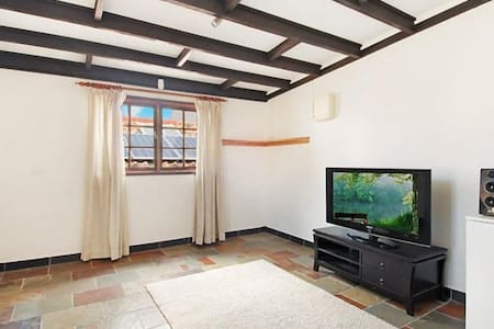 Large 1-bed airy apartment in heart of Paddington - Apartment