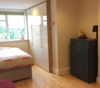 The Hunters Suite - Spacious Design Triple Room - House