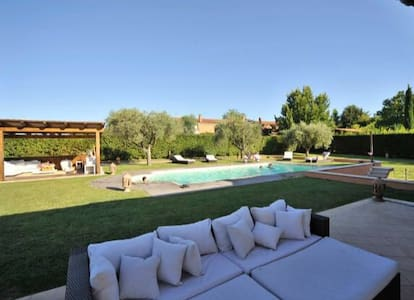 Villa with private swimming- pool. Max 6 peolple. - Roma - Villa