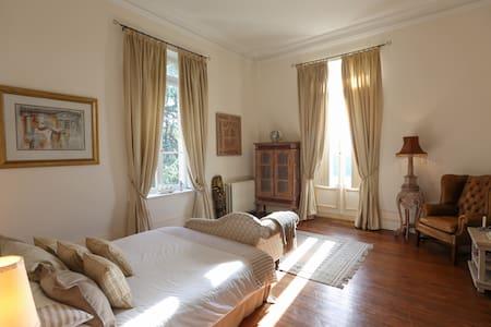 Pomerol Room - Chateau Le Lout - Le Taillan-Médoc - Bed & Breakfast