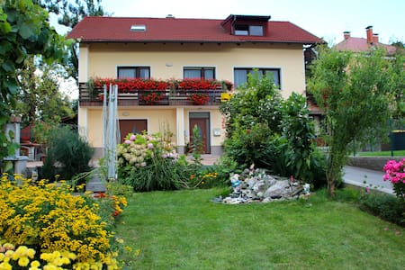 Private Room Postojna (2-3 guests) - Bed & Breakfast