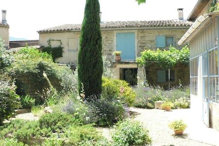 A Oppède- le- Vieux : au coeur du Luberon - Oppède - Guesthouse