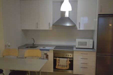Apartamento con terraza y piscina - Foz - Lägenhet