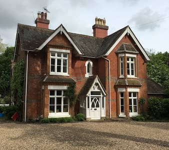 Self contained annexe near Gatwick - Newchapel