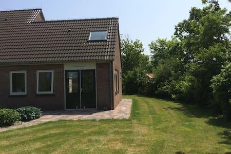"Zomerwoning ""Zandhoekje"" in Domburg - Domburg - Cabin"