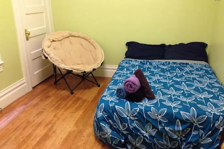 Convenient Room in Heart of Mission