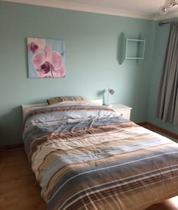 Double bedroom in 4 bed house, - Chippenham