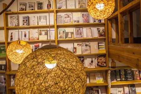 老长沙的一家书店里 - 长沙市 - Hus