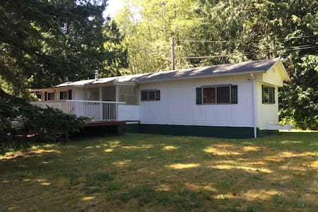 private, out of town, quiet area - Powell River - Hus