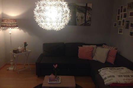 Kleines Zimmer in toller 2er WG - Essen - Apartamento