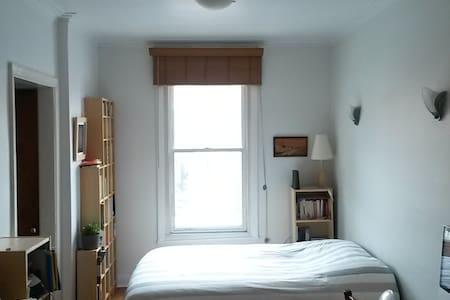 Cozy writer's studio in Montreal - Montréal