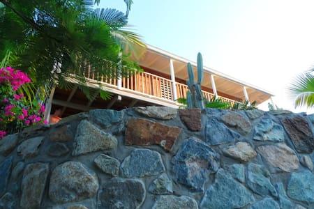 Petite maison créole avec vue mer - House