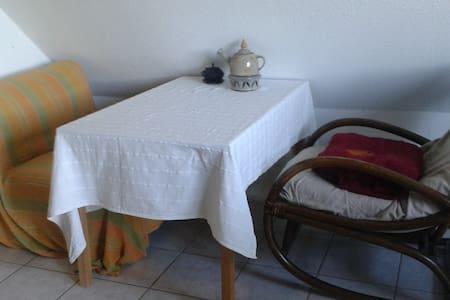 Gemütliche Maisonette-2 Zimmer-Küche-Bad-Wohnung - Marburg - Appartement