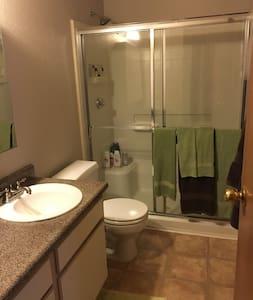 Destination Reno. Private bedroom/s pool & hot tub - Reno - Apartamento
