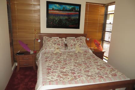ENJOY AQUATIC LIFESTYLE BY CANAL! - South Yunderup - Bed & Breakfast