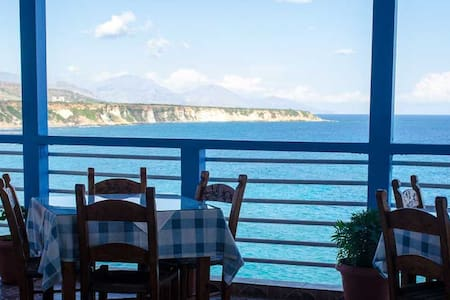 Sunrise rooms and tavern with great sea view - Bed & Breakfast
