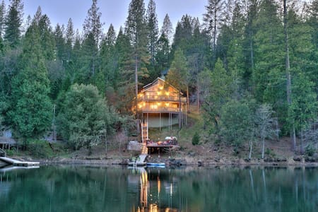 Yosemite, Lake Front Stunner - House