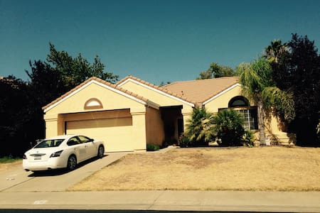 Full home with pool - Rocklin - House