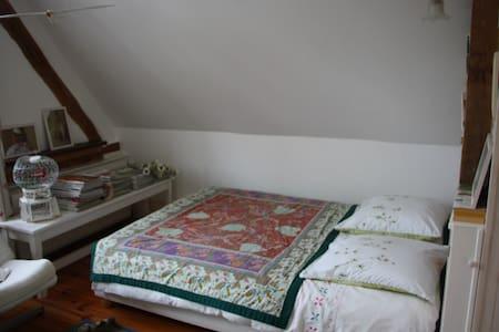 Chambre indépendante chez l'habitant - Apartamento