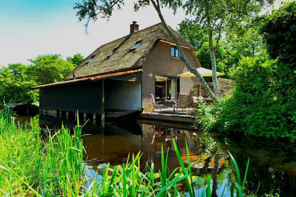 Giethoorn lodge houses for rent in giethoorn for Rent house for a night