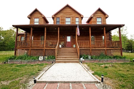 Hidden Springs Farm Log Home - Burkeville - Casa