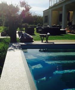 studio avec piscine proche plage - Casa